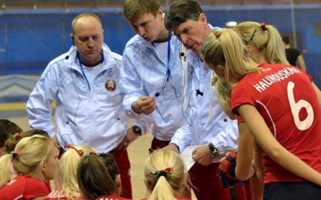 Herman Kruis en zijn staf coachen hockeydames Wit-Rusland met AXIWI communicatiesysteem