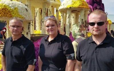"""AXIWI mee op wagen van """"DE Vereniging"""" tijdens Vollenhove Bloemencorso 2017"""
