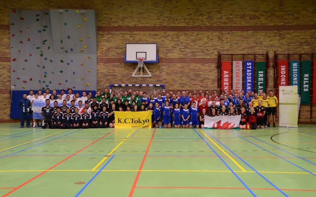 Axitour sponsort scheidsrechters tijdens International Bionic Technology Korfball Tournament Stadskanaal'74 met AXIWI